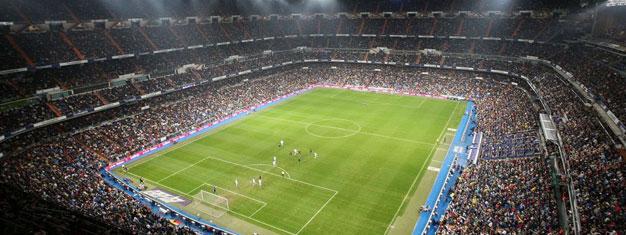 Real Madrids Estadio Bernabéu är imponerande med plats för 81 000 fans. Boka biljett till en självgående rundtur på Cristiano Ronaldo's Bernabéu stadion här!