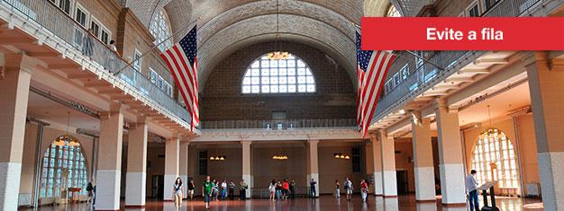 Aproveite o passeio em barco à Liberty e Ellis Island - inclui visita à Liberty Island e acesso ao Museu da Imigração em Ellis Island. Reserve online!