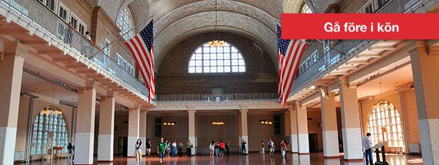 Njut av en båttur till Liberty & Ellis Island - inklusive besök på Liberty Island, där Frihetsgudinnan står och entré till Ellis Island Museum. Boka biljetter!