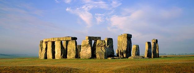 Conheça o Stonehenge, nos arredores de Londres. Reserve online seus tickets para opasseio de uma tarde a este local tombado pela Unesco como Patrimônio da Humanidade!