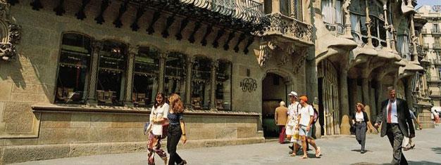 Saboreie e petisque o melhor de Barcelona neste walking tour, passando pelos mais famosos bares de tapas da cidade para conhecer meticulosamente a culinária espanhola. Reserve aqui!