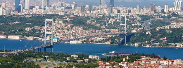 Boka biljetter till Dolmabahçepalatset och vandra mellan Europa och Asien på Bosporenbron på denna sightseeing till två kontinenter! Biljetter köper du här!