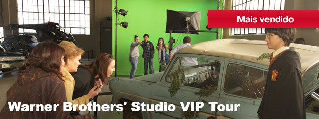Neste tour VIP, descubra a realidade por trás do mundo do entretenimento na Warner Brothers' Studios, incluindo sets de shows como Big Bang Theory e cenários do Homem Aranha.