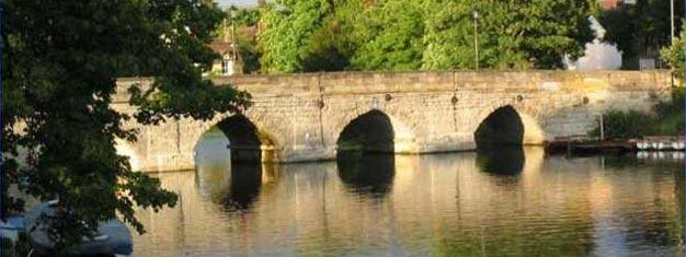 Esta visita aos arredores de Londres vai levá-lo até à bela Cotswolds, visitar o Castelo Medieval de Warwick, a aldeia Stratford upon Avon de Shakespeare e Oxford. Reserve os seus bilhetes aqui!