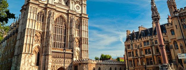 Westminster Abbey on yksi niistä kohteista, joissa Lontoossa on käytävä. Täältä voit ostaa pääsyliput, joilla pääset ohittamaan jonot.