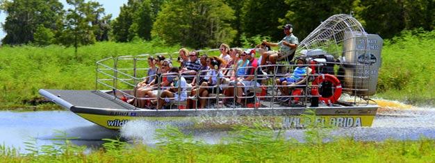 Disfruta un divertido paseo en hidrodeslizador a través del pantano para ver animales salvajes, incluyendo el caimán. Reserva tus entradas en línea!