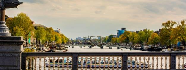 Machen Sie eine Tour zu den berühmtesten Bezirken in Amsterdam! Erleben Sie de Jordaan, den Dam Hauptplatz, den Begijnhof und das Rotlichtviertel. Buchen Sie hier!