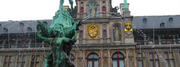 """Visitez Bruxelles et Anvers en partant d'Amsterdam. Visitez des monuments importants de la ville tels que le """"Manneken Pis"""". C'est gratuit pour les enfants de 0 à 3 ans. Réservez votre visite en ligne!"""