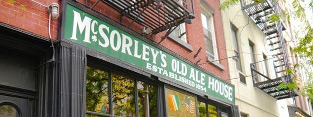 Prueba un tour de bares en Williamsburg! Visita bares de cerveza artesanales y tiendas de cerveza para probar varias cervezas y aprender sobre los negocios locales. Reserva tu tour aquí!