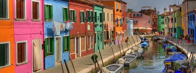 Half-day trip to islands Murano and Burano. Experience artisans world-famous for their crafts: Glassblowing & lacemaking. Book here!