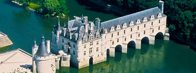 Nyt en to-dagers reise til slott i Loire-dalen! Inkludert hotellfrakt, guidede besøk til seks slott, i tillegg til overnatting og 2 måltider. Bestill nå!