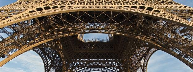U nas kupisz bilety na jednogodzinną wycieczkę po Paryżu, organizowaną przez Paris Vision, która kończy się na drugim piętrze Wieży Eiffla. Omiń kolejki — kup bilety na wycieczkę: Zwiedzanie Paryża i Wieża Eiffla już teraz!