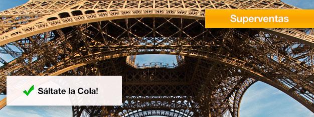 Sáltate las colas en la Torre Eiffel! Sé más astuto que los otros turistas y compra tus entradas sin filas para la Torre Eiffel desde casa y evita hace cola durante horas. Reserva ya!