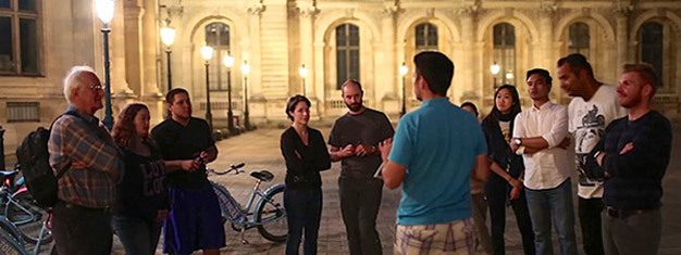 Our Evening Bike Tour takes you to the best lit monuments in Paris. See The Eiffel Tower at night, Champs-Elysées, Notre-Dame and the Louvre. Book now!