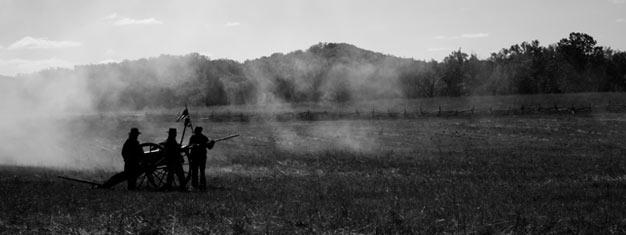 Matkaa ajassa taaksepäin Gettysburgin taistelukentille. Tutustu Gettysburgin Visitor Centreen ja tee kierros taistelukentillä. Varaa paikkasi retkelle netistä!
