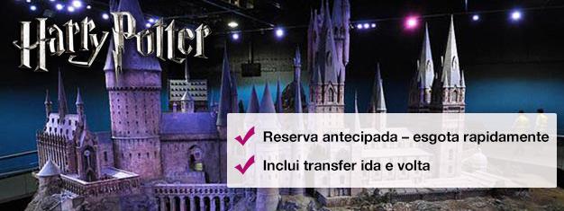 Conheça em primeira mão os estúdios onde o Harry Potter ganhou vida nesta visita por trás dos bastidores. Embarque no Expresso de Hogwarts e muito mais! Reserve online para evitar as filas na bilheteria!
