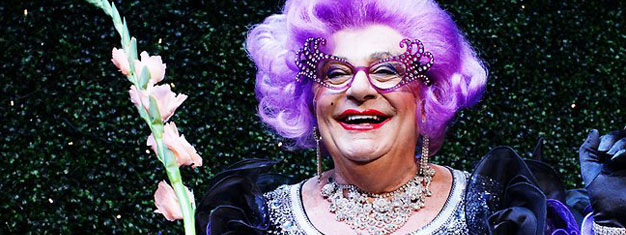 Nyd Barry Humphries og Dame Edna på deres farvel tur i London. Bestil dine billetter til Barry Humphries - Eat, Pay, Laugh! i London her!