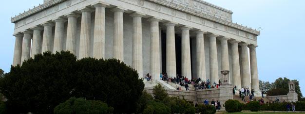 Kokeile Washington DC:n mahtavaa kahden päivän retkeä! Näe DC:n parhaat palat ensimmäisenä päivänä ja tutustu Mount Vernoniin & Arlingtonin sotilashautausmaahan toisena päivänä. Varaa netistä!