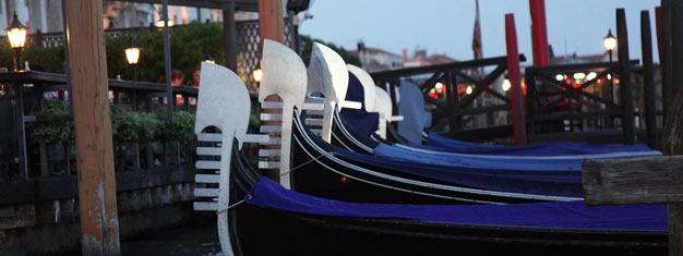 Experience another and less touristed side of Venice on our evening tour. The tour includes a gondola ride with a real local 'gondaliere'. Book here!