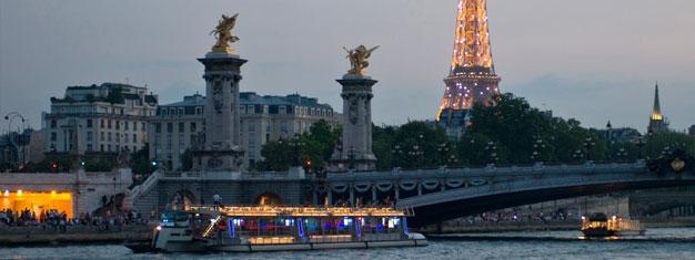 Nyt en herlig middag i Eiffeltårnet, etterfulgt av etstemningsfyltkveldscruise nedover Seinen. Bestill på nettet og slipp køen til Eiffeltårnet.