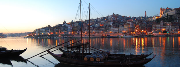 Go on a guided tour of Porto by night! Enjoy a lovely Portuguese dinner with local delicacies and a traditional, folklore Fado show. Book online!