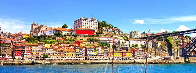 Opplev byen Porto! Utforsk det utrolige bysenteret, besøk katedralen, nyt en tur og vinsmaking i en portvinskjeller og mer. Bestill her!
