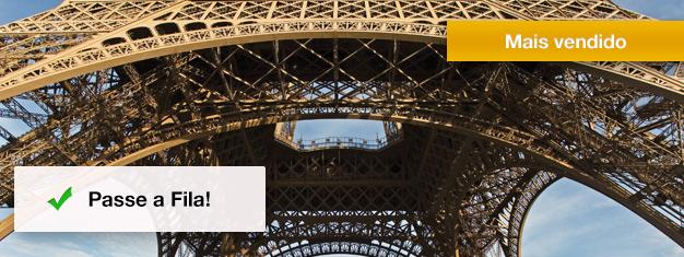 Descubra os lugares mais importantes da capital francesa, incluindo a própria Torre Eiffel. Este pacote inclui city-tour com audioguia em português ea Torre Eiffel, reserve aqui!