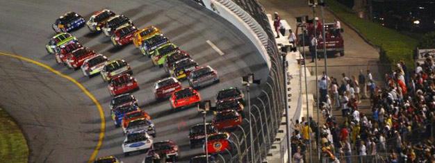Venez avec nous découvrir le 2e course majeure NASCAR de l'année - La Coke Zero 400. C'est le moyen idéal pour passer une nuit d'été à l'un des plus grands événements festifs de l'année. Les places sont chères et se vendent rapidement, réservez donc en avance!
