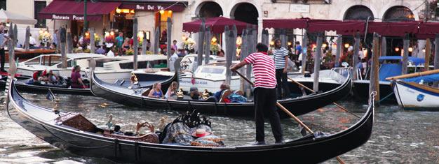 Kom med os på en guidet rundvisning rundt i den mindre turistede del af Venedig, hør om lokale legender og slut turen af med en romantisk gondoltur.