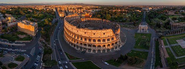 Se Colosseum, ruinerne Forum Romanum, Pantheon, Trevi-fontænen og Piazza Navona. Lær om byens imponerende historie. Bestil dine billetter online!