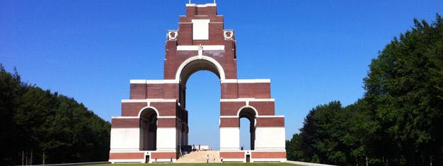Nauti opastetusta retkestä Sommen taistelun alueille! Vieraile useissa historiallisesti tärkeissä paikoissa! Kuljetus Pariisista. Osta liput netistä!
